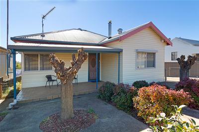001-51 Riddell St, Molong-Front-Low Res.jpg