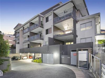 007_Open2view_ID472108-17_57_Gordon_St_Greenslopes.jpg