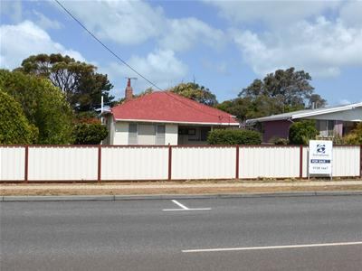 Front of house from road.jpg