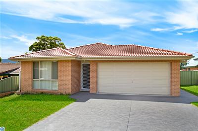 01_124 Wyndarra Way Koonawarra.jpg