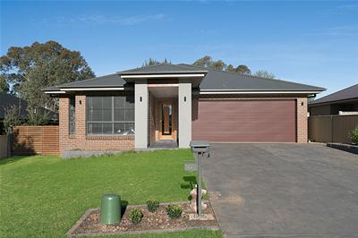 001-106 king st, molong-front-low res.jpg