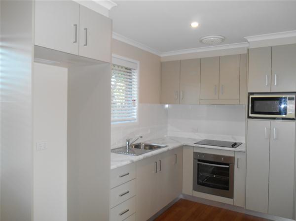 5.Kitchen (2)...jpg