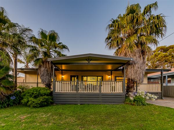 8 California Drive, Smiths Beach
